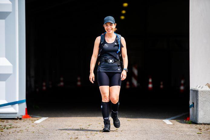 Dit is Marijke Pollaart ze werkt voor de GGD Rotterdam in Zuidland. Het is nu een jaar geleden dat de eerste teststraat in Nederland open ging Marijke werkt er, ze gaat ze nu allemaal aflopen in Nederland. Foto: Frank de Roo