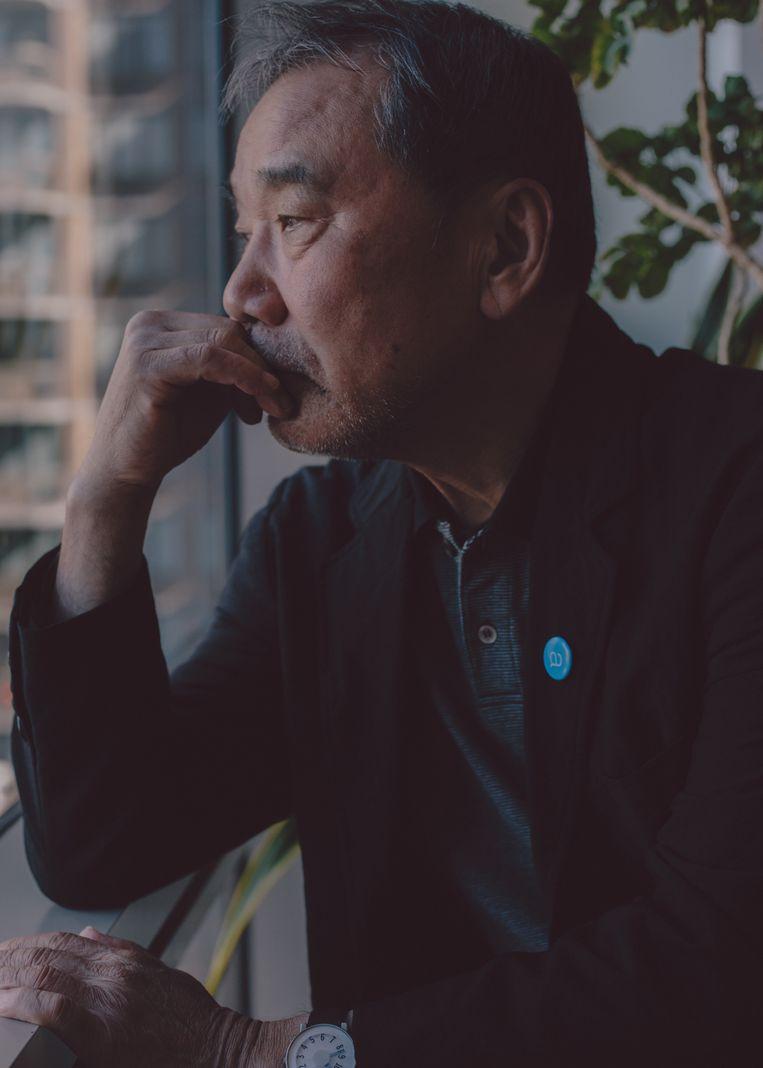 Contact met anderen heeft Haruki Murakami amper omdat dit zijn geestelijk evenwicht verstoort. Beeld NYT