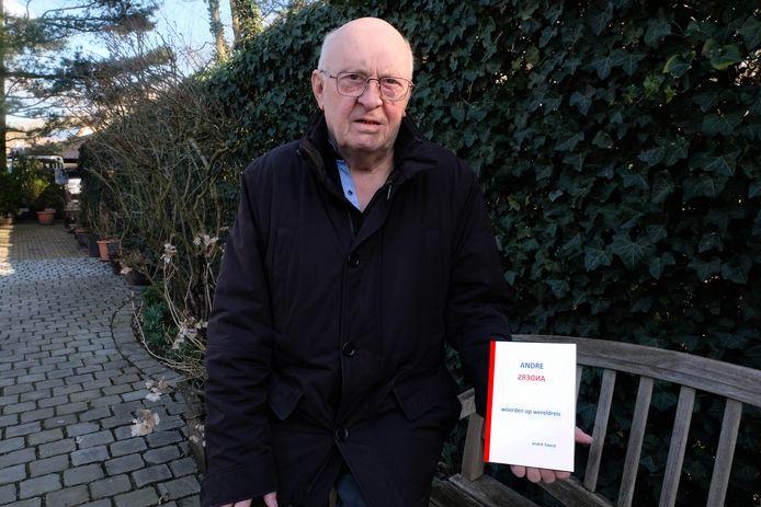 André Baeck met zijn bundel die 20 vertaalde gedichten bevat