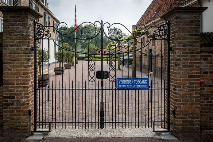 De tuinen van Marxveld zijn sinds begin dit jaar gesloten voor publiek. Daar balen ondernemers en inwoners van Vollenhove van. De PvdA wil actie.