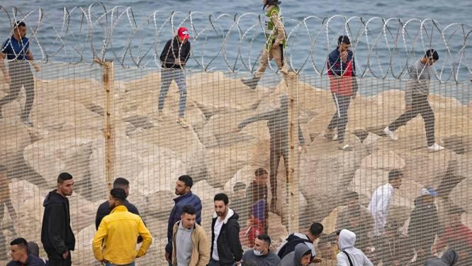 6.000 migranten bereiken Spanje te voet of zwemmend vanuit Marokko, Spanje belooft orde te herstellen in Noord-Afrikaanse enclave