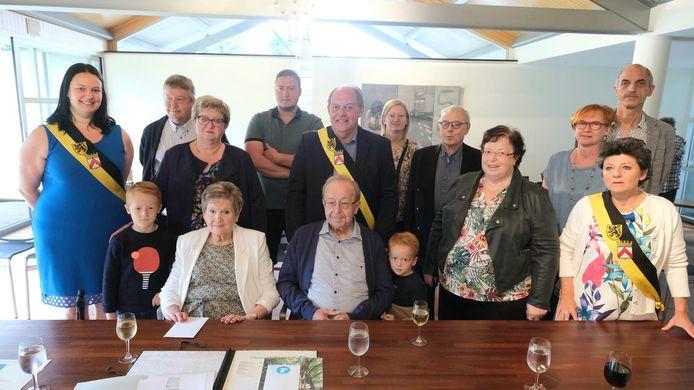 De jubilarissen werden afgelopen zaterdag ontvangen in het stadhuis van Harelbeke.