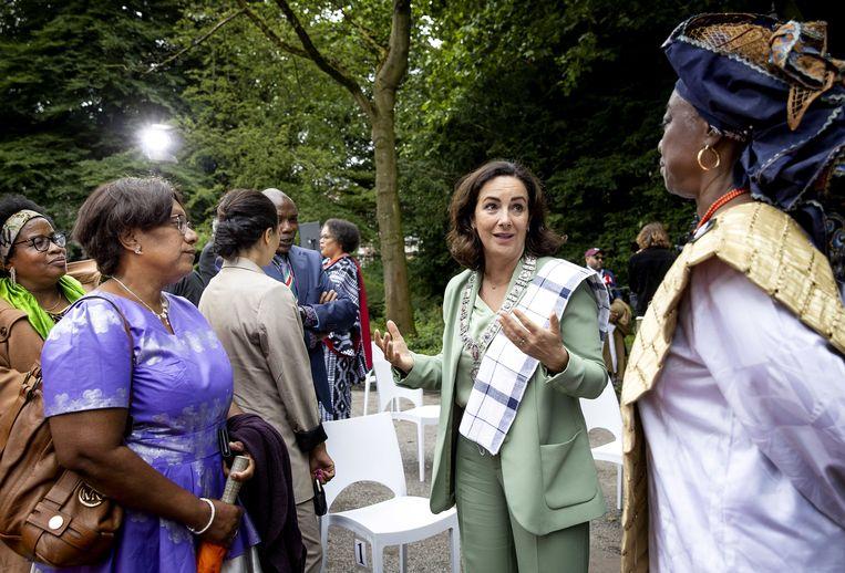 Burgemeester Femke Halsema vorige week tijdens de landelijke herdenking in het Oosterpark van het slavernijverleden.  Beeld ANP