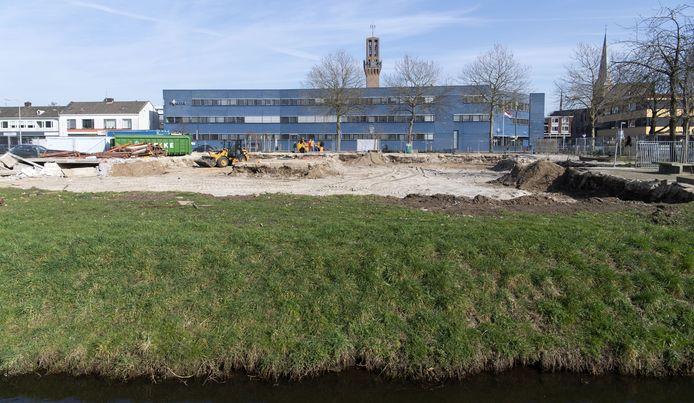 Ooit stond hier de Willemschool. Nu komen er woningen. Foto gemaakt in februari van dit jaar, toen de sloop net was afgerond.