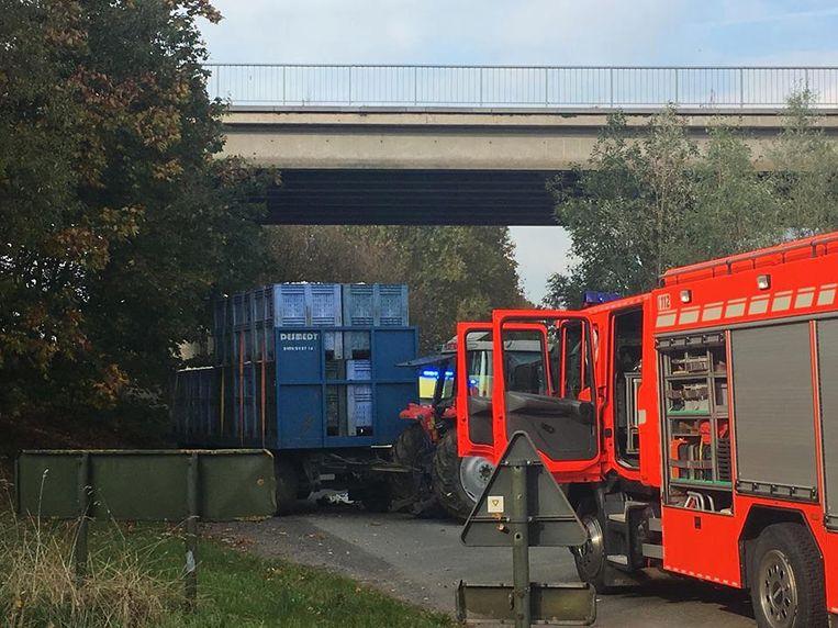 In het West-Vlaamse Ardooie is een tractor ingereden op een groep wielertoeristen.
