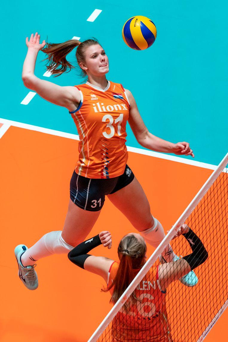 Eline Timmerman (nummer 31) aan het net.  Beeld Ronald Hoogendoorn