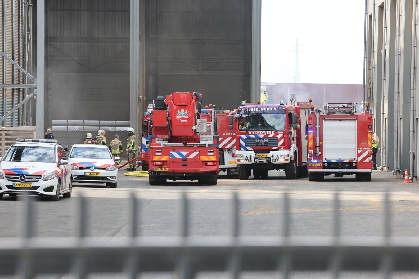 De brandweer is vanmiddag groots uitgerukt voor een brand op het industrieterrein.