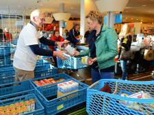 West-Veluwse Rotary 'speelt' boter, kaas en eieren voor de Voedselbank