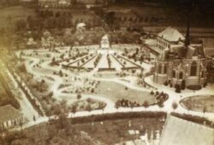 In 1924 werd het proccesiepark aangelegd. In die tijd mochten er geen processies gehouden worden op de openbare weg. Zelfs geen Heilige Bloedprocessie.