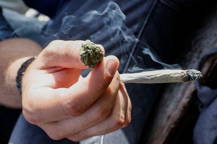 Het jonge duo reed regelmatig heen en terug naar Nederland om een voorraad cannabis te kopen.