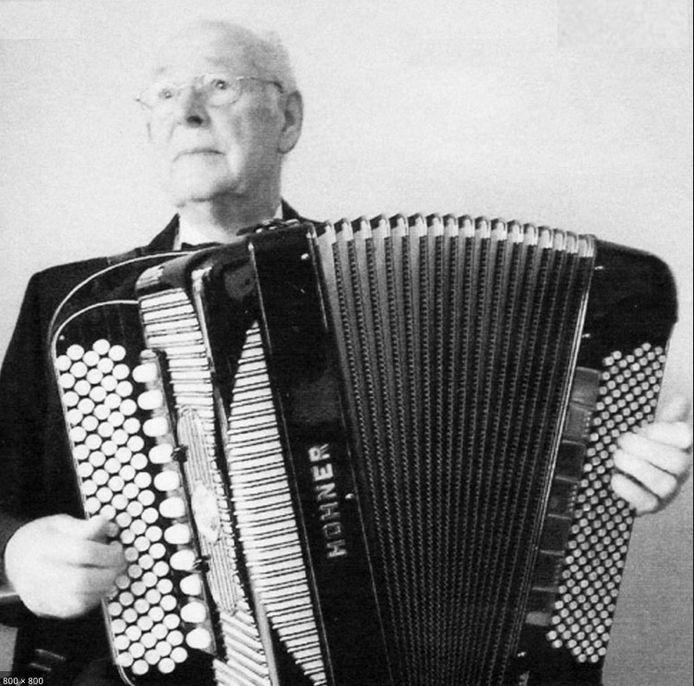 Accordeonist Coen van Orsouw (1920-2009) uit Oss was een nationaal fenomeen