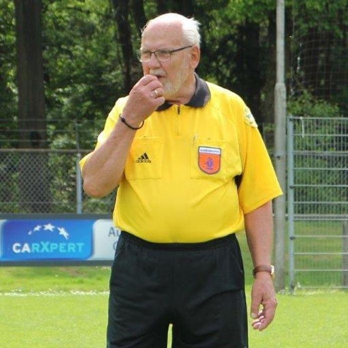 Cor Dekker overleed op 15 januari 2021. De scheidsrechter uit Renkum werd 85 jaar.