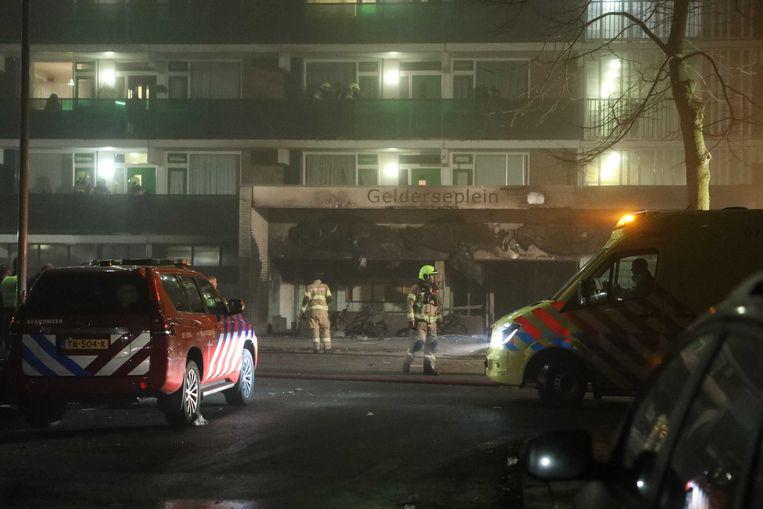 In een flat aan het Gelderseplein in Arnhem zijn twee mensen overleden nadat er een brand was uitgebroken. Beeld ANP