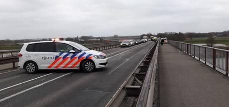 Rijnbrug tussen Rhenen en Kesteren half uur dicht door storm