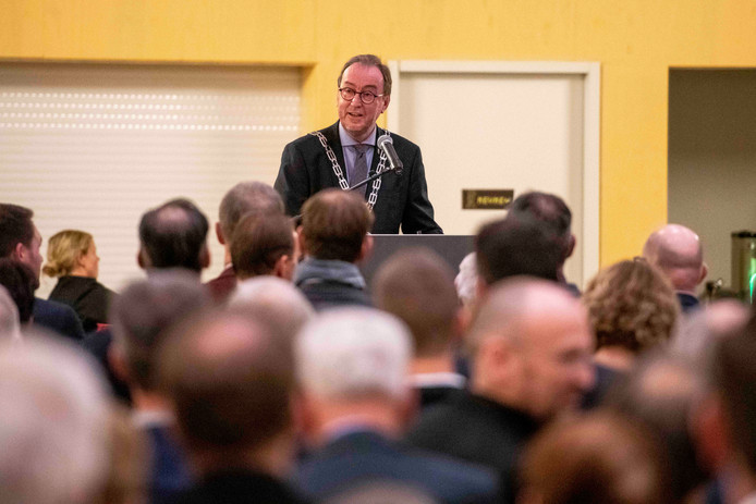 De nieuwjaarsreceptie van de gemeente Terneuzen. Burgemeester Jan Lonink houdt zijn toespraak.