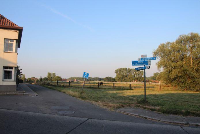 Het traject van Sprinkel tussen de rotonde en Landries in Aaigem wordt langs beide kanten een beetje verlengd.