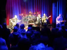 Headbangen bij Van Halen Tribute in theater De Schuur in Zevenbergen