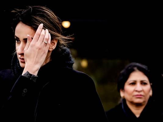 Moeder Nadia Rashid vorig jaar bij de rechtbank in Zuid na een rechtszitting over haar dochter.