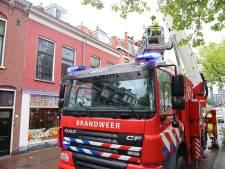 Brandweer sluit Nieuwe Langedijk in Delft af vanwege wateroverlast