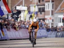 Weergaloze Van Dijk wereldkampioen tijdrijden, brons voor Van Vleuten
