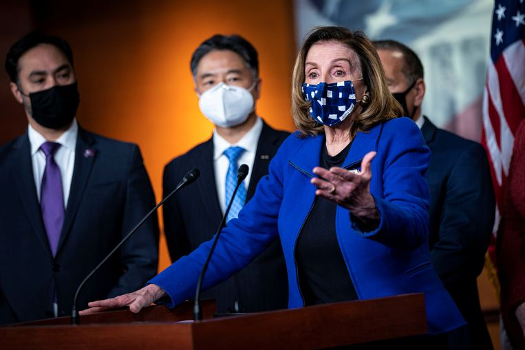 Nancy Pelosi, de Democratische voorzitter van het Huis van Afgevaardigden, op een persconferentie na de vrijspraak van oud-president Trump in de Senaat. Beeld REUTERS