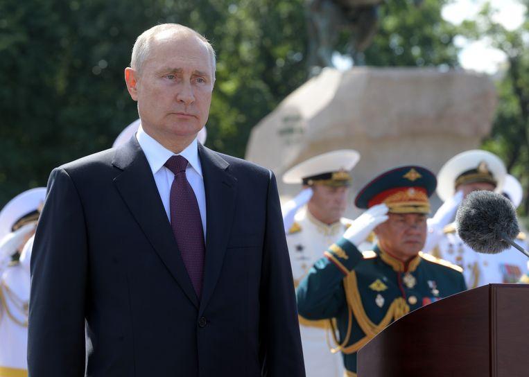 Vladimir Poetin tijdens de Dag van de Marine, een nationale feestdag in Rusland. Beeld via REUTERS
