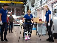 TU-studenten boeken vooruitgang met exoskelet: 'We hebben echt ondenkbare stappen gemaakt'