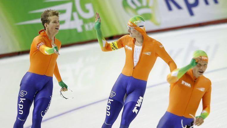 Sven Kramer en co vieren hun wereldrecord. Beeld ANP