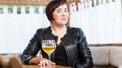 Eerste Kruisemse 'Blauwe Pluim' gaat naar Master Biersommelier Sofie Vanrafelghem uit Zingem