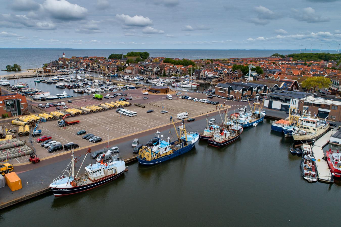 Haven van Urk met diverse kotters.