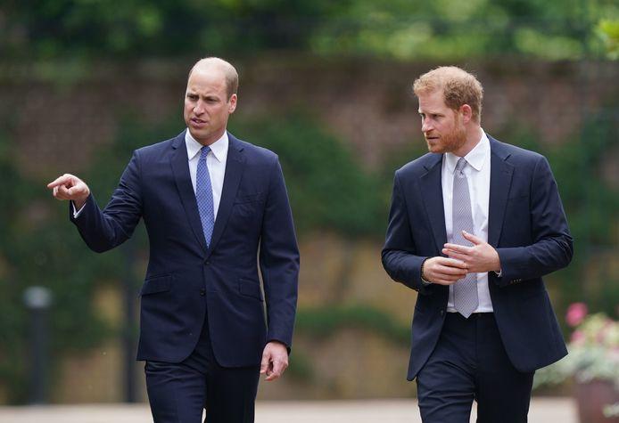 Le Prince Harry n'a eu de cesse de chipoter à sa bague de fiançailles.