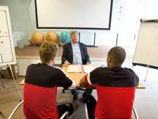 Leraar 'voetbaltaal' Leon Smeets (63) zwaait af bij PSV