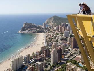 Hoogste woontoren van Europa na 14 jaar af: zwembad op 46ste verdieping biedt spectaculair uitzicht over Benidorm