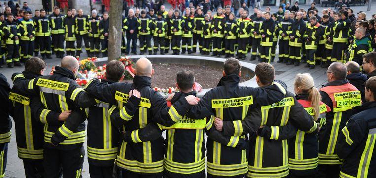 Gisteren kwamen collega's van de brandweerman samen om hun collega te herdenken.