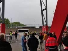 Onrust bij supportersbussen FC Utrecht na afloop van duel bij FC Twente