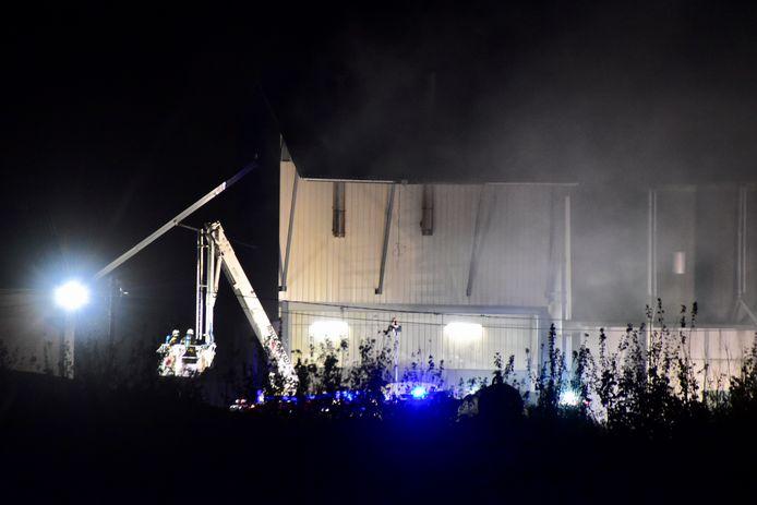 De brandweer kreeg de brand in een dik half uur onder controle.