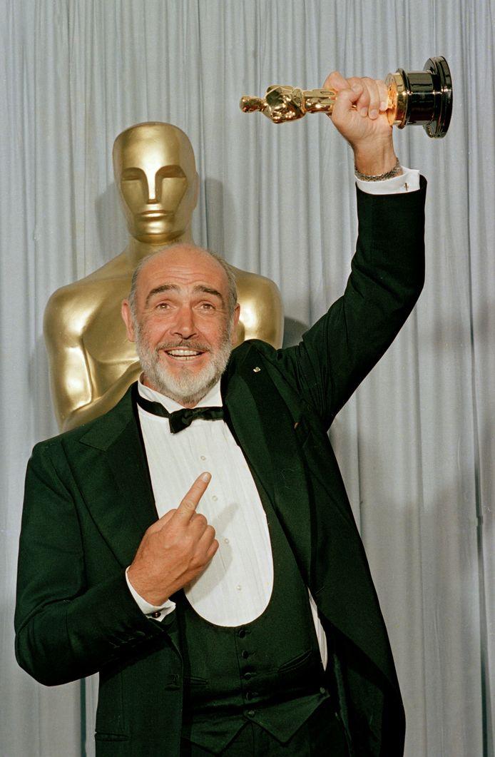 Sean Connery na de winst van zijn eerste en enige Oscar.