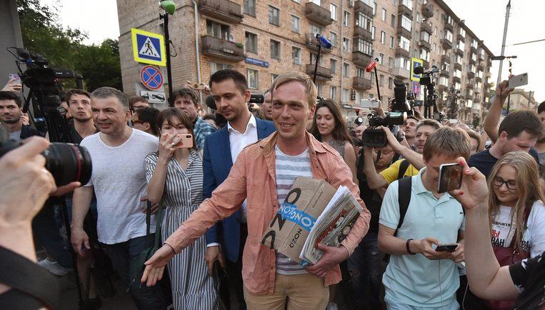 Onderzoeksjournalist Ivan Goloenov bij zijn vrijlating.
