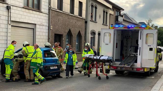 Bestuurster gekneld nadat stuurloze brommobiel tegen huisgevel botst in Sint-Lievens-Houtem