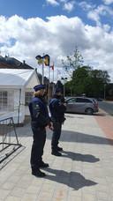 Een archiefbeeld van de politiebewaking aan de Tevhid-moskee in Eisden bij Maasmechelen.