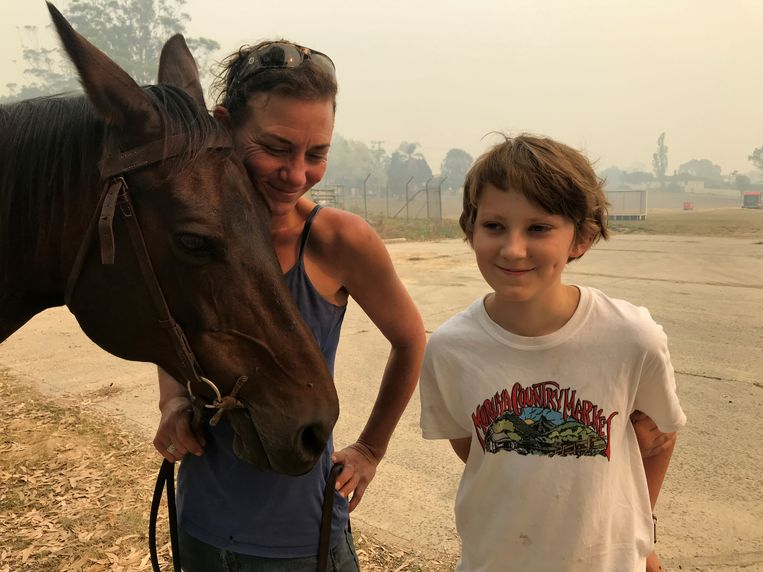 Bec Winter met haar zoon Riley en haar paard Charmer.