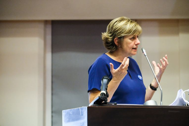 Vorige keer maakte spoorbaas Sophie Dutordoir nog een stevige indruk in het parlement. Beeld Tim Dirven