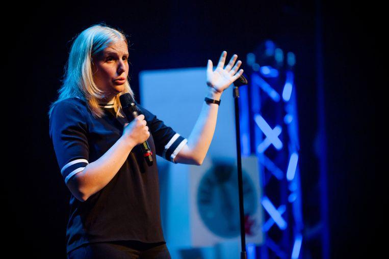 Naast comedian is Amelie Albrecht voltijds postbode. Beeld RV - Neil Van Craeynest