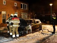 Politie onderzoekt autobrand in Vianen