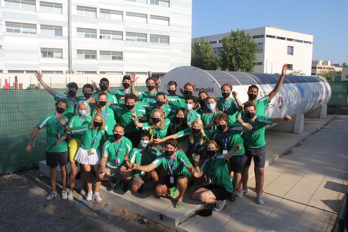 Het Delftse hyperloopteam na het winnen van twee prijzen in Valencia.