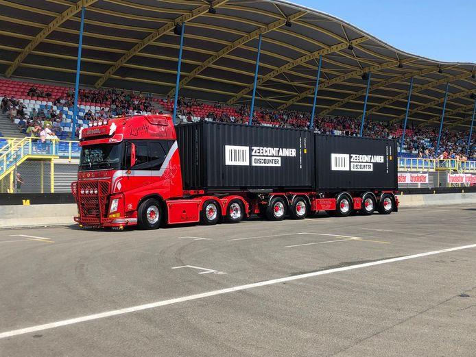 De rode truck van Rowdy Vogels.