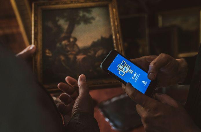 Via de ID-Art-app van Interpol kunnen kopers en verkopers van kunst met één foto checken of een werk als gestolen geregistreerd staat.