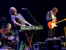 Vlaardingse muzikanten 'rocken' tijdens de avondklok: 'Het wordt een lichtpuntje in deze tijden'