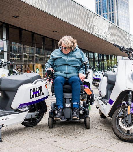 Huurscooters steevast fout geparkeerd? Dan kan de exploitant de vergunning inleveren