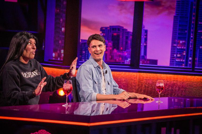 Debora en Conner Rousseau ontmoetten elkaar gisteravond in 'De Cooke & Verhulst Show'. Beeld SBS